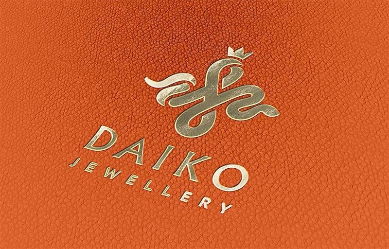 логотип ювелирной компании на коже